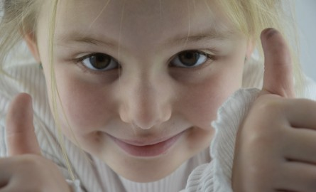 Insegna a tua figlio a lavarsi il viso correttamente: i 7 errori da evitare